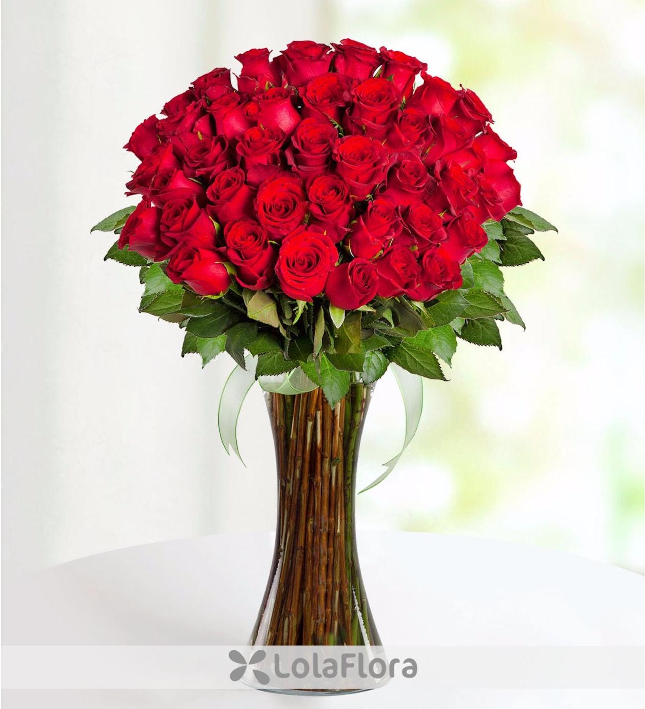 da5c2d918cd80 41 rosas rojas frescas de tallo largo en distinguido florero