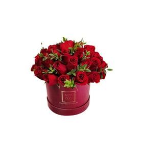 c38815e12b31e Caja color vino llena con Rosas rojas de Flores Nicté